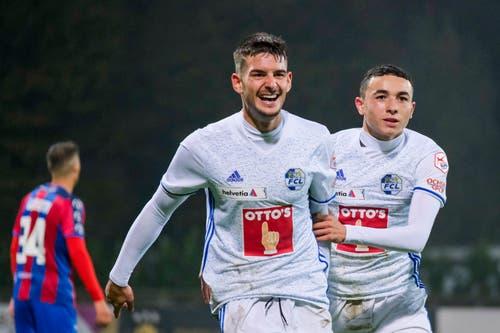 Stefan Knezevic und Ruben Vargas (rechts) jubeln nach dem Tor zum 0:1. (Bild: Martin Meienberger / Freshfocus (Chiasso, 1. November 2018))