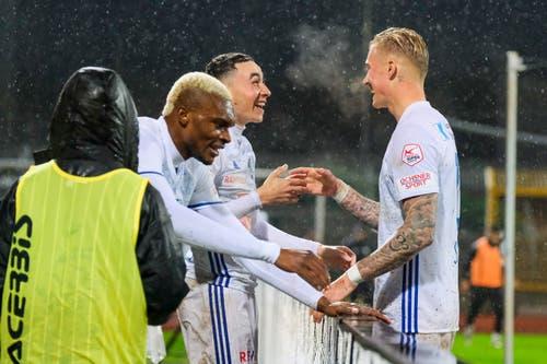 Die Freude der Luzerner nach dem Sieg ist gross. (Bild: Martin Meienberger/freshfocus)