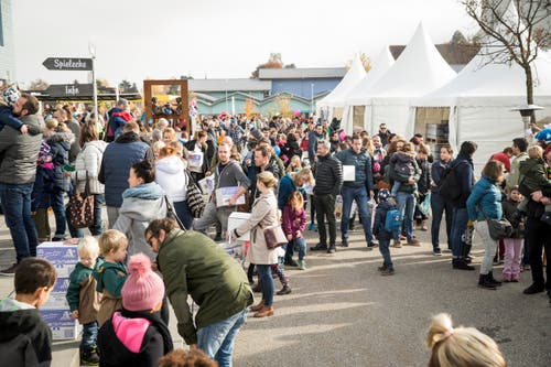 Ganz schön voll: 15'000 Menschen wollten sich den Chnusperhäuschen-Event nicht entgehen lassen. (Bild: Manuela Jans-Koch, Malters, 10. November 2018)