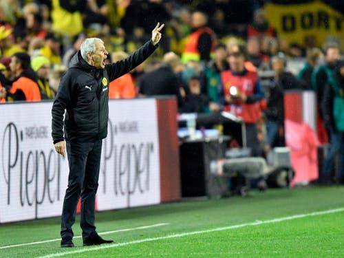 Dortmunds Schweizer Trainer Lucien Favre gibt die Richtung vor und coacht sein Team zum Sieg gegen Bayern. Er und Dortmund bleiben ungeschlagener Leader (Bild: KEYSTONE/AP/MARTIN MEISSNER)