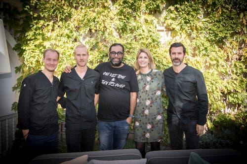 Zwei Stipendiaten des Austauschprogramms, Gaggan Anand, Sarah Caminada, Geschäftsführerin der Fundaziun Uccelin, Andreas Caminada.