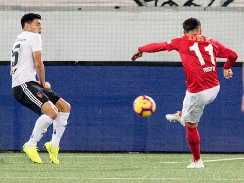 Da ist es um den FCB geschehen: Matteo Tosetti zieht ab und trifft zum 3:2 für Thun (Bild: KEYSTONE/PETER SCHNEIDER)