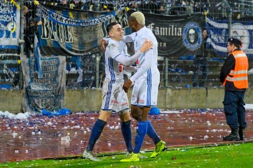 Der FCL besiegt Lugano: Ruben Vargas und Blessing Eleke jubeln nach dem Tor zum 0:3. (Bild: Martin Meienberger/freshfocus)