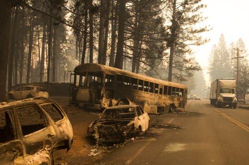 Apokalyptische Stimmung in Butte County: Verlassene Autos geflohener Anwohner. (Bild: Peter Dasilva/EPA (9. November 2018))