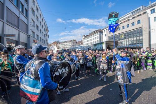 Fasnachtsauftakt vor dem Waaghaus in St.Gallen. (Bild: Urs Bucher)