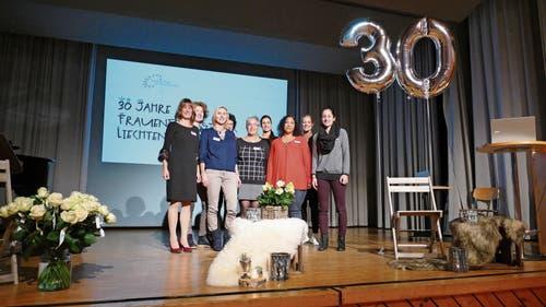 Der Vorstand organisiert mit Kreativität und Organisationstalent jeweils das Frühstücks-Treffen: (vorne von links) Margot Walt, Renate Gilomen, Esther Ammann, Vinita Islitzer, Magdalena Nägele, (hinten von links) Petra Fetz-Schädler, Birgit Baumer-Marxer, Deborah Reber, Referentin Ilana Schubert. (Bild: Bilder: Esther Wyss)