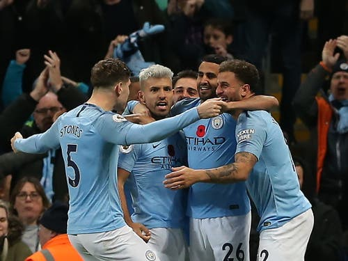 Egal wer kommt: Am Ende jubelt Manchester City. Die Spieler des englischen Meisters nach dem Derby-Sieg gegen Manchester United (Bild: KEYSTONE/EPA/NIGEL RODDIS)