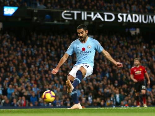 Die Entscheidung im Derby: Ilkay Gündogan schiesst für Manchester City kurz vor Schluss das 3:1 (Bild: KEYSTONE/AP/DAVE THOMPSON)