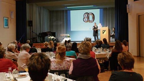 Interessiert hörten die Besucherinnen Referentin Ilana Schubert bei ihren Ausführungen zu.