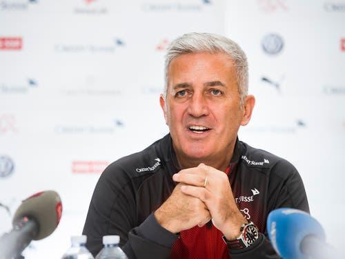 Trotz der Personalsorgen hat Vladimir Petkovic auch Grund zum Lachen. (Bild: KEYSTONE/TI-PRESS/ALESSANDRO CRINARI)