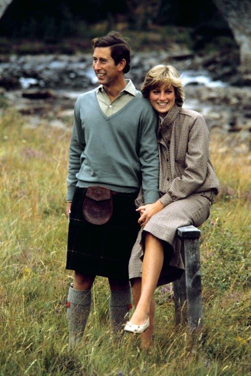 Prinz Charles und Diana in den Flitterwochen am 19. August 1981 in Balmoral, Schottland. (Bild: Archiv/EPA via AP, file)