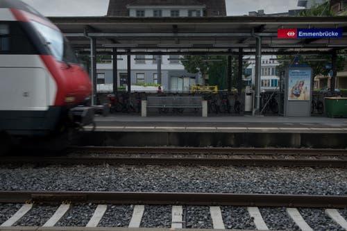 Reisende von und nach Luzern müssen am 17. und 18. November 2018 in den Vorbahnhöfen von den Zügen auf Ersatzbusse umsteigen – beispielsweise am Bahnhof Emmenbrücke. (Bild: Nadia Schärli (Emmenbrücke, 10. August 2016))