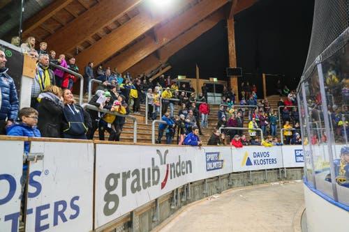 Gähnende Leere: Die Stehtribüne in der Arena in Davos. (Bild: Eddy Risch / Keystone (Davos, 2. November 2018))