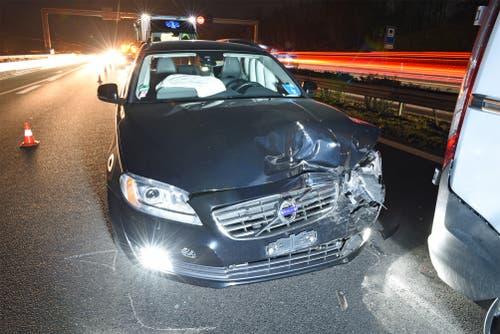 Buchrain - 21. NovemberAuf der Autobahn A14 ist es zu einer Auffahrkollision zwischen einem Auto und einem Lieferwagen gekommen. Eine Person wurde leicht verletzt. Der Unfall führte zu grossem Rückstau. (Bild: Luzerner Polizei)