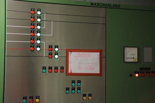 In der Schaltzentrale der Reinigungsanlage dominiert grünes Licht. Alle Systeme laufen planmässig.