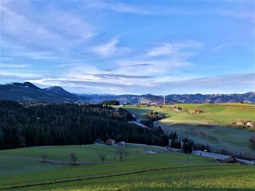 Im Entlebuch konnte man am Morgen im Sonnenlicht die tolle Aussicht auf die wunderbare Landschaft geniessen. (Bild: Urs Gutfleisch (Rengg, 23. November 2018))