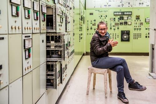 «Als erstes befreiten wir die Spinnerei vom Staub und Schmutz der letzten Jahre», sagt die Innerschweizer Theatermacherin Annette Windlin, die das Stück inszeniert. (Bild: Nadia Schärli (Emmenbrücke, 20. November 2018))