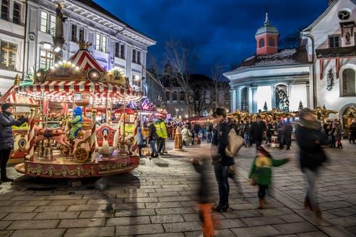 Der Weihnachtsmarkt am Franziskanerplatz ist vom 30. November bis zum 19. Dezember geöffnet. (Bild: Nadia Schärli, Luzern, 1. Dezember 2017)