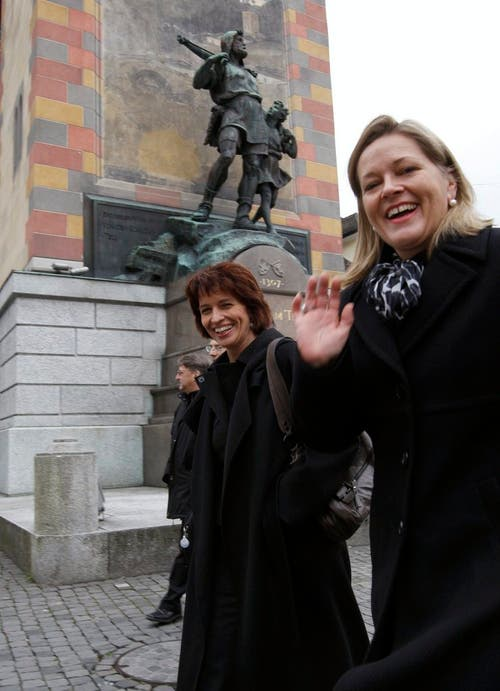 Als Doris Leuthard 2004 das Parteipräsidium übernahm, präsidierte Heidi Z'graggen die Urner Kantonalpartei, Z'graggen war auch Mitglied des Zentralpräsidiums. Z'graggen bezeichnet Leuthard als «Weggefährtin». Beide Frauen starteten in jenen Jahren durch – wenn auch auf unterschiedlichen Level: Heidi Z'graggen als Regierungsrätin, Doris Leuthard als Bundesrätin. (Bild: Sigi Tischler / Keystone (Altdorf, 26. Oktober 2017))