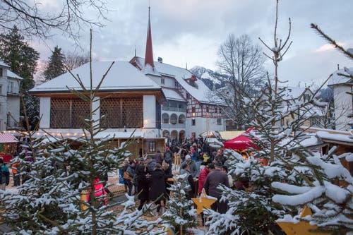 Ob der Markt auch in diesem Jahr von Schnee geziert sein wird, ist derzeit unklar. (Bild: André A. Niederberger, Stans, 9. Dezember 2017)