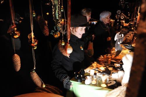Die Festwirtschaft am Weihnachtsmarkt in Luthern hat am Freitag und Samstag bis 0.30 Uhr geöffnet. (Bild: Corinne Glanzmann, Luthern, 19. November 2010)
