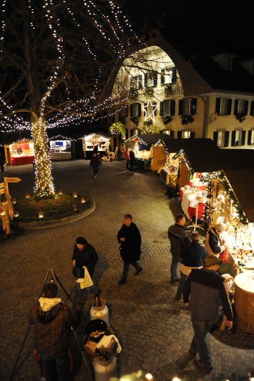 Der Weihnachtsmarkt findet im Dorfkern Lutherns statt. (Bild: Corinne Glanzmann, Luthern, 19. November 2010)
