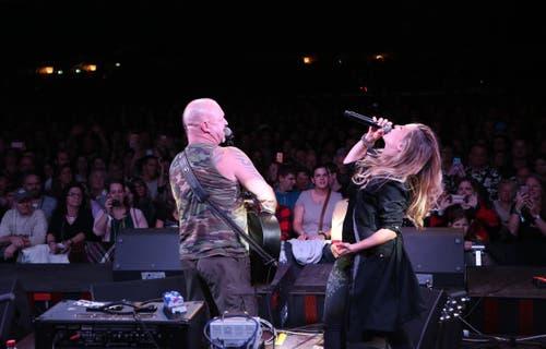 Gölä mit Corinne Gfeller von der Band ZIBBZ. (Bild: PD)