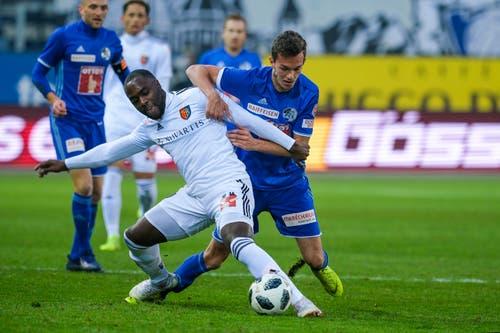 Luzerns Shkelqim Demhasaj (rechts) gegen Basel Eder Balanta. (Bild: Martin Meienberger / Freshfocus (Luzern, 25. November 2018))