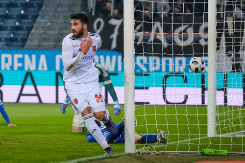 Eray Coemert erzielt in der Nachspielzeit das 1:1. (Bild: Martin Meienberger / Freshfocus (Luzern, 25. November 2018))