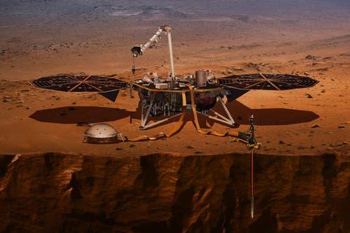 So könnte «InSight» nach der Landung aussehen. Die beiden wichtigsten Instrumente SEIS (vorn links) und HP3 (vorn rechts) hat der Roboterarm der Sonde bereits auf die Mars-Oberfläche abgesetzt. (Illustration: PD/NASA/JPL)