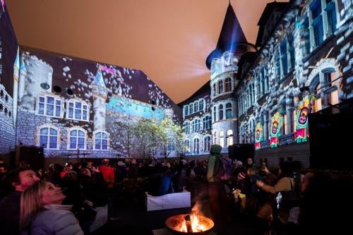 Die Gruppe Projektil, die am Luzerner Lichtfest dabei sein wird, hat bereits für das Weihnachtsfestival des Landesmuseums Zürich die Lichtprojektion «Illuminarium» gestaltet. (KEYSTONE/Ennio Leanza, 15. November 2018)