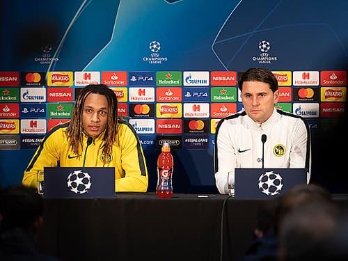 Trainer Gerardo Seoane (rechts) und Kevin Mbabu am Montag anlässlich der Pressekonferenz der Young Boys vor der Partie gegen Manchester United (Bild: KEYSTONE/GEORGIOS KEFALAS)