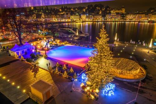Live on Ice auf dem Europaplatz beim KKL in Luzern. (Bild: Tobias Lackner (Luzern, 25. November 2018))