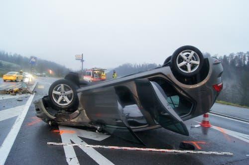 Menzingen - 27. NovemberBei der Verzweigung Aegeristrasse-Nidfuren sind zwei Autos zusammengestossen. Eine Frau wurde leicht verletzt. Die Unfallverursacherin hat den Vortritt missachtet.