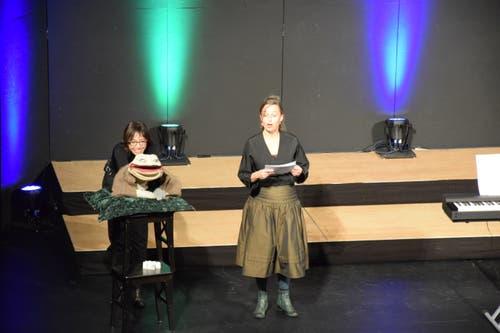 Bei der Laudatio auf die Bühne am Gleis nahm Frau Kröte kein Blatt vor den Mund.