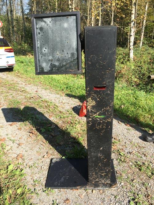 Hünenberg - 28. NovemberEinen etwas speziellen Fang hat ein Jäger im Herrenwald gemacht: Er entdeckte einen ramponierten Geldautomaten. Dieser war vor über einem Jahr aus einem Bürogebäude in Zug gestohlen worden.