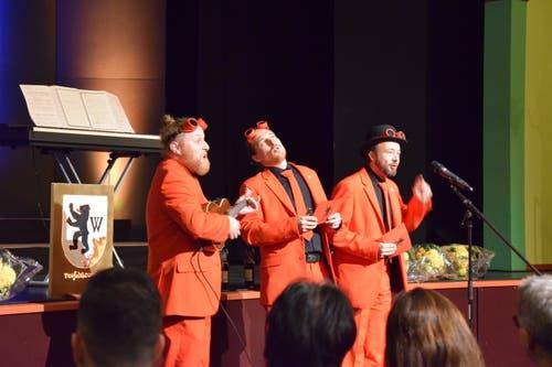 Teuflisch frech: Die Wiler Tüüfelsbrünzler nahmen den Förderpreis mit einigen Sprüchen entgegen. Bilder: Nicola Ryser