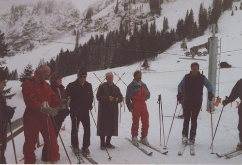 Im Jahr 1986 wurde der Skilift Fräkmüntalp nochmals erneuert. Zu sehen sind die Feierlichkeiten anlässlich der Eröffnung. (Bild: Felix und Ruth Blättler)