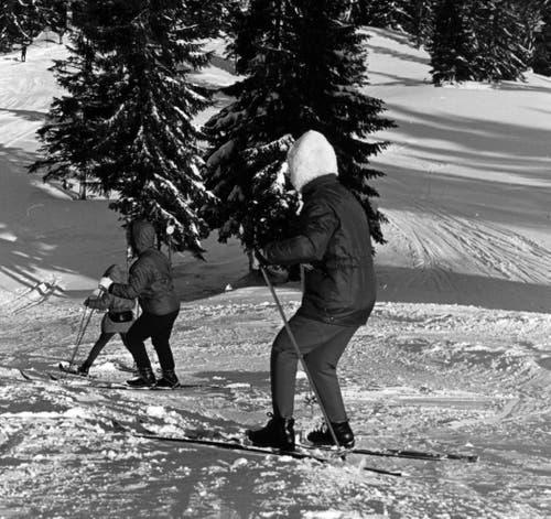 Und hier Skifahrer auf der Abfahrt von der Fräkmünt- zur Krienseregg. Undatierte Aufnahme. (Bild: Pilatus-Bahnen AG)