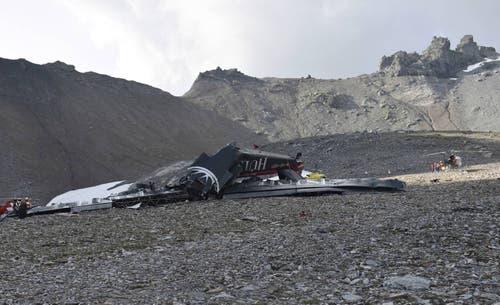 Das Foto der Kantonspolizei Graubünden zeigt das Wrack nach dem Absturz im August 2018. (Bild: AP)