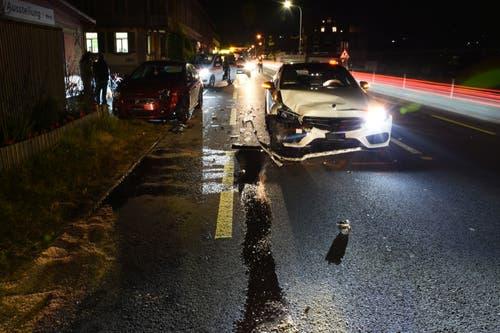 Stansstad - 28. NovemberBei einem Unfall zwischen zwei Autos ist eine Person leicht verletzt worden. Der Sachschaden ist gross.