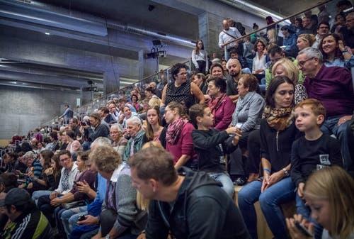 2000 Besucher sahen die Show der Turnerinnen am Wochenende. (Bild: Andrea Stalder)