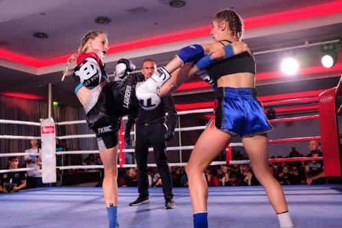 Anne Tippalawong, TKBC Luzern (schwarz) vs. Erica Gatti, Koh Muay Thai, Italy (blau)