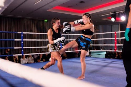 Angela Stoicova TKBC Luzern (schwarz) vs. Simona Didio, Italy (weiss). (Bilder: Aaron Jimerson (Luzern, 3. November 2018))
