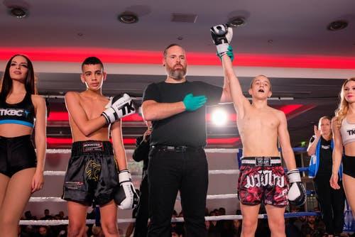 Gewinner Eldin Subasic TKBC Luzern (rot) und Tajti Haitam, Top Kombat Academy (schwarz)