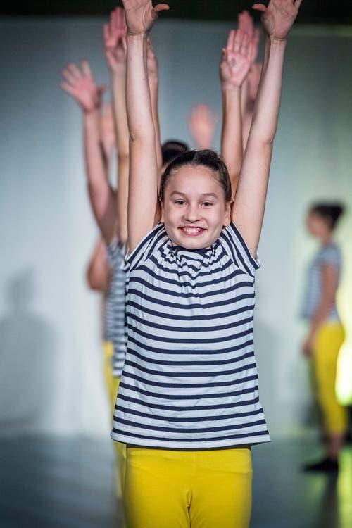 Auch die jüngeren Mitglieder der Gymnastik-Gruppe begeisterten das Publikum.(Bild: Andrea Stalder)
