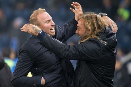 Jubel bei Zürichs Trainer Ludovic Magnin (links) und Zürichs Assistenztrainer Rene van Eck nach dem Sieg. (Bild: Alexandra Wey/Keystone (Luzern, 4. November 2018))