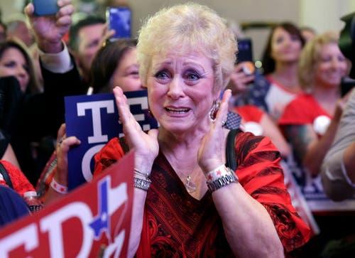 Ted-Cruz-Unterstützerin Marie Rice freut sich über dessen Sieg. (Bild: EPA/Michael Wyke, Houston, Texas, 6. November 2018)