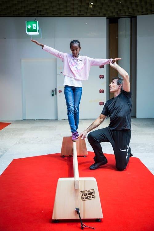 Freddy Nock gibt einen Balance-Workshop in der Mall of Switzerland. (Ebikon, 8 November 2018)