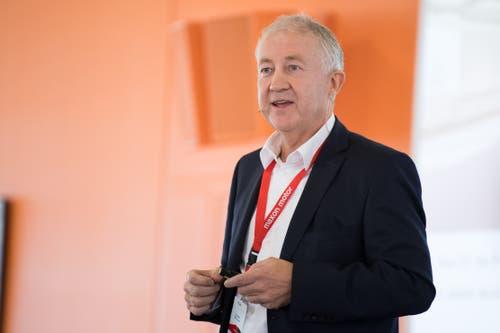Eugen Elmiger, CEO der Maxon Motor, stellt das neue Innovation Center vor. (Bild: Boris Bürgisser, Sachseln, 9. November 2018)